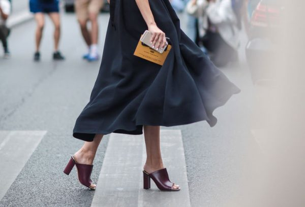 mules-midi-skirt-street-style-w724